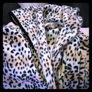Leopard print big warm fuzzy bathrobe
